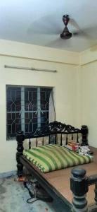 Gallery Cover Image of 700 Sq.ft 2 BHK Apartment for buy in Jadavpur for 2700000