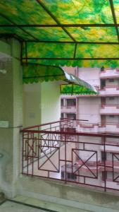 Gallery Cover Image of 1200 Sq.ft 2 BHK Apartment for rent in Sector 11 Dwarka for 18000