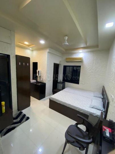 लोअर परेल में महालक्ष्मी सोसाइटी प्रभादेवी वेस्ट के बेडरूम की तस्वीर