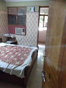Gallery Cover Image of 300 Sq.ft 1 BHK Independent Floor for buy in Sector 3 Rohini for 2400000