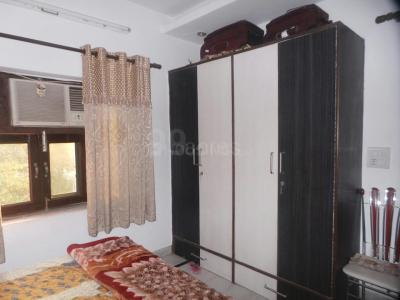 Gallery Cover Image of 375 Sq.ft 1 BHK Independent Floor for buy in Shalimar Bagh for 2800000