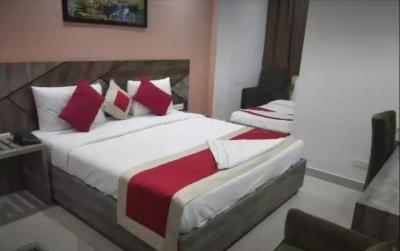 Gallery Cover Image of 3500 Sq.ft 10 BHK Independent House for rent in Sector 38 for 325000
