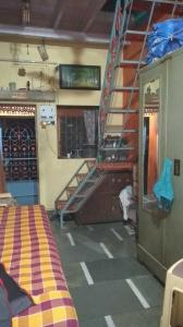 Gallery Cover Image of 480 Sq.ft 2 BHK Independent House for buy in Malad West for 2600000