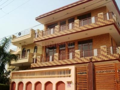 Gallery Cover Image of 860 Sq.ft 1 BHK Independent Floor for rent in Sector 5 for 11500