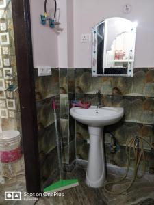 Bathroom Image of Sharma Girls PG in Dwarka Mor