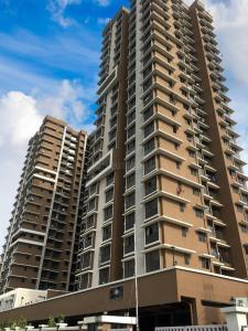 Gallery Cover Image of 1100 Sq.ft 2 BHK Apartment for buy in A Surti Universal Cubical, Jogeshwari West for 16000000