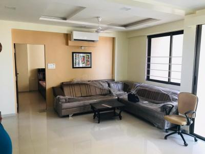 Gallery Cover Image of 1700 Sq.ft 3 BHK Apartment for rent in Memnagar for 35000