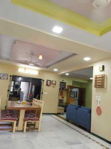 Gallery Cover Image of 1700 Sq.ft 3 BHK Apartment for buy in Shakti 140, Thaltej for 8100000