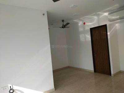 Gallery Cover Image of 800 Sq.ft 2 BHK Apartment for rent in Parel for 90000