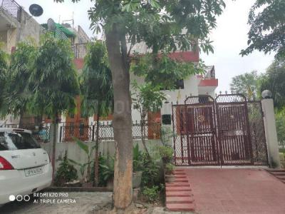 Gallery Cover Image of 2000 Sq.ft 3 BHK Apartment for buy in Chi II for 9000000