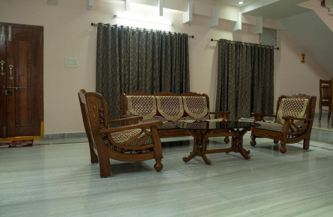 Living Room Image of 3200 Sq.ft 5 BHK Apartment for rent in Kukatpally for 6650