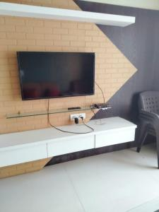 Gallery Cover Image of 1800 Sq.ft 3 BHK Apartment for rent in Tuscan Estate Phase I and Phase II, Kharadi for 32000
