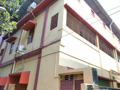 Building Image of Male PG in Behala