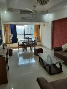 Gallery Cover Image of 978 Sq.ft 2 BHK Apartment for rent in Lokhandwala Complex, Andheri West for 57000