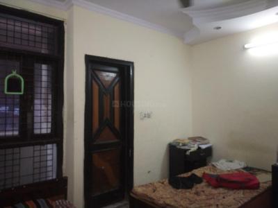 लक्ष्मी नगर में देव पीजी के बेडरूम की तस्वीर