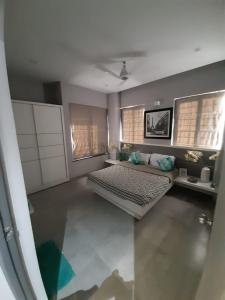 Gallery Cover Image of 1250 Sq.ft 3 BHK Apartment for buy in Mantra Essence Phase 4, Undri for 5700000