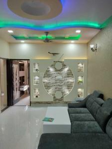 Gallery Cover Image of 900 Sq.ft 3 BHK Apartment for buy in Dwarka Mor for 5800000