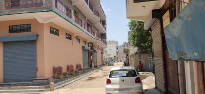 Gallery Cover Image of 400 Sq.ft 2 BHK Independent Floor for rent in Kadipur Residential Colony, Sector 10A for 7500