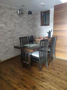 Gallery Cover Image of 1100 Sq.ft 3 BHK Apartment for buy in Yogi Residency, Borivali West for 27500000