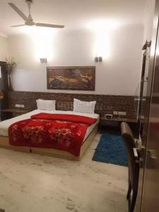 Gallery Cover Image of 1150 Sq.ft 1 RK Independent Floor for rent in Greater Kailash Executive Floor, Greater Kailash I for 40000