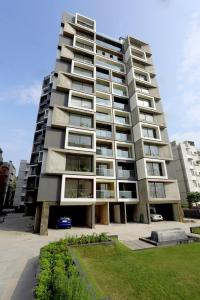 Gallery Cover Image of 2300 Sq.ft 3 BHK Apartment for rent in Acher for 27000
