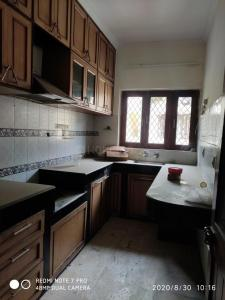 Gallery Cover Image of 900 Sq.ft 2 BHK Apartment for rent in DDA Mig Flats Sarita Vihar, Sarita Vihar for 22000
