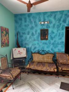 Gallery Cover Image of 1000 Sq.ft 2 BHK Independent Floor for rent in Behala for 15000