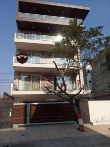 Gallery Cover Image of 2700 Sq.ft 3 BHK Independent Floor for buy in Sector 57 for 12500000