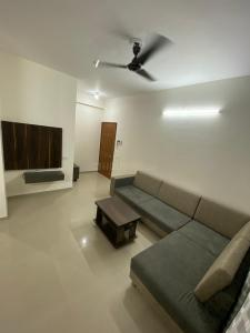 Gallery Cover Image of 1450 Sq.ft 3 BHK Apartment for rent in Deep Satyadeep Heights, Makarba for 33000