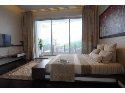 Gallery Cover Image of 1200 Sq.ft 2 BHK Apartment for buy in L&T Crescent Bay T2, Parel for 35000000