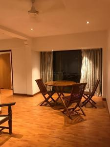 Gallery Cover Image of 1120 Sq.ft 2 BHK Apartment for rent in Bandra East for 76000