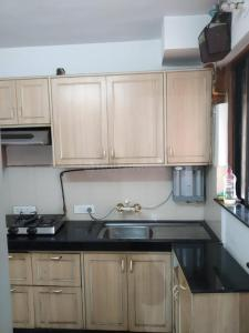 Gallery Cover Image of 1250 Sq.ft 2 BHK Apartment for rent in Powai for 70000