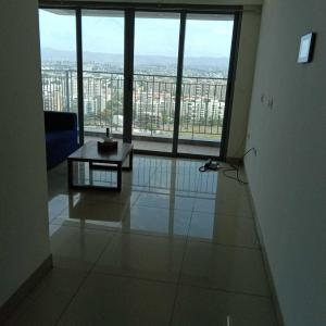 Gallery Cover Image of 1210 Sq.ft 2 BHK Apartment for rent in Amanora Neo Towers, Hadapsar for 27000