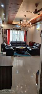 Gallery Cover Image of 1685 Sq.ft 3 BHK Apartment for buy in Paramount Floraville, Sector 137 for 8200000