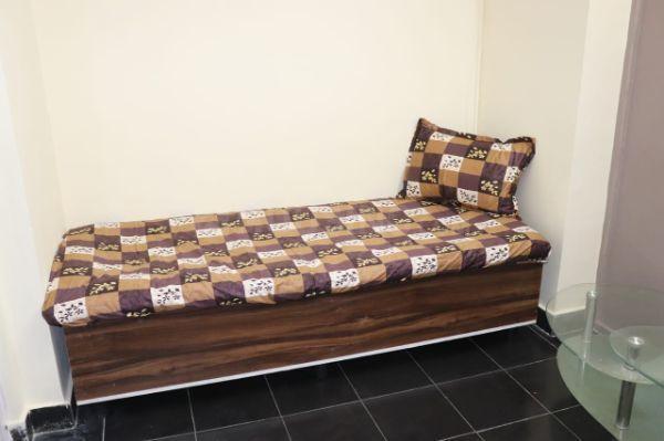 कांदिवली ईस्ट में हितेश पीजी के बेडरूम की तस्वीर