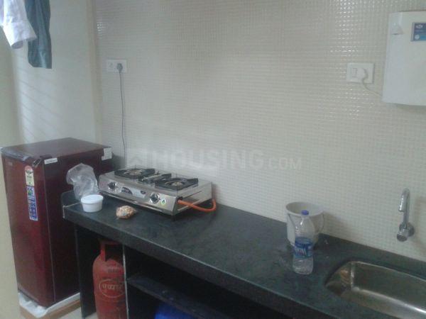 वरली में साई मिलन सीएचएस के किचन की तस्वीर