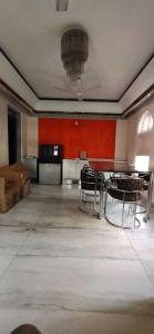 Gallery Cover Image of 1250 Sq.ft 3 BHK Apartment for rent in Khar West for 95000