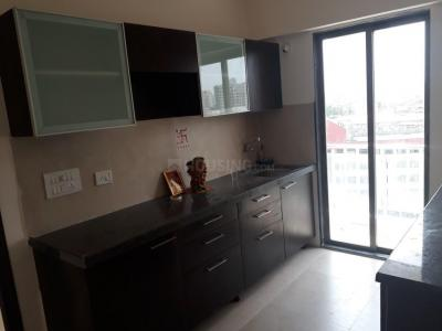 Gallery Cover Image of 640 Sq.ft 1 BHK Apartment for rent in Goregaon East for 30000