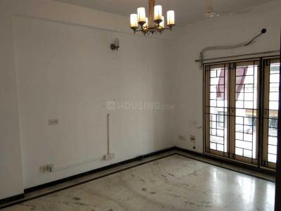 Gallery Cover Image of 1900 Sq.ft 4 BHK Apartment for rent in Mylapore for 65000