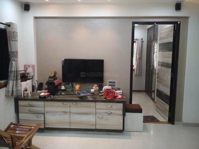 Gallery Cover Image of 660 Sq.ft 2 BHK Apartment for rent in Malad West for 38000