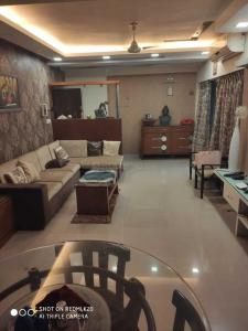 Gallery Cover Image of 1800 Sq.ft 3 BHK Apartment for rent in Jadavpur for 60000
