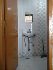 Bathroom Image of PG 3885388 Arjun Nagar in Arjun Nagar
