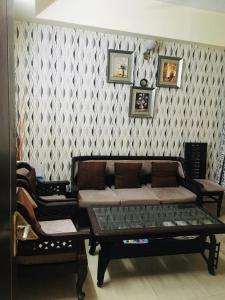 Gallery Cover Image of 825 Sq.ft 2 BHK Apartment for buy in Paras Tierea, Sector 137 for 3200000