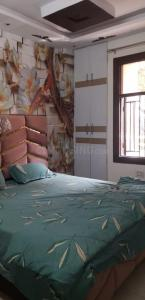 Gallery Cover Image of 450 Sq.ft 1 BHK Independent Floor for buy in Madhu Vihar for 2000000
