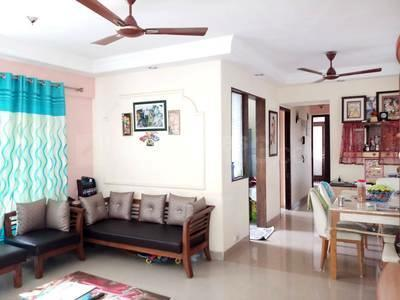 Gallery Cover Image of 700 Sq.ft 2 BHK Apartment for rent in Malad West for 42000