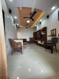 Gallery Cover Image of 1025 Sq.ft 2 BHK Apartment for buy in  Sarvoday Swaroop, Dombivli East for 8500000