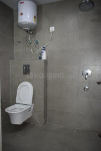 सेक्टर 38 में द हेलीकोन पीजी के बाथरूम की तस्वीर