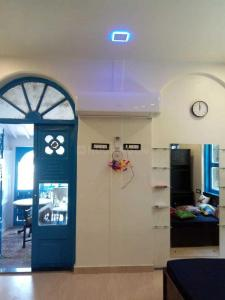 Gallery Cover Image of 350 Sq.ft 1 RK Apartment for rent in Colaba for 20000