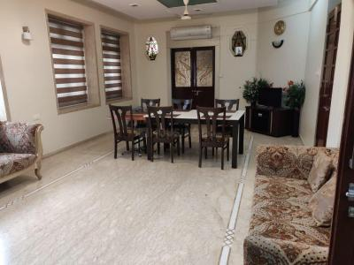 Gallery Cover Image of 900 Sq.ft 2 BHK Apartment for rent in Colaba for 130000