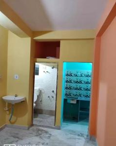Gallery Cover Image of 500 Sq.ft 1 BHK Apartment for rent in air view apartment, Dum Dum for 6000